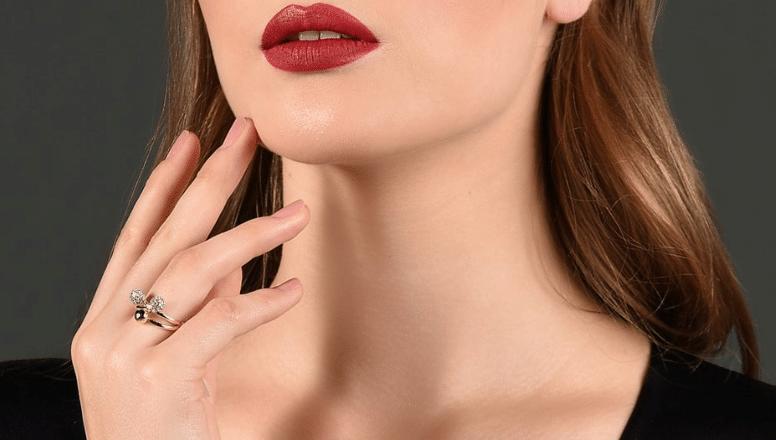 Female neck liposuction